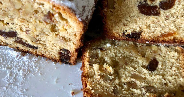 La torta di albicocche e di noci